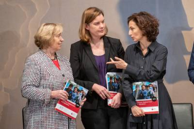 Prof. Dr. Maria Böhmer (Präsidentin Deutsche UNESCO-Kommission), Susanna Krüger (Geschäftsführender Vorstand, Save the Children Deutschland), Audrey Azoulay (UNESCO-Generaldirektorin)